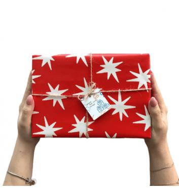 Упаковка в бумагу Red stars
