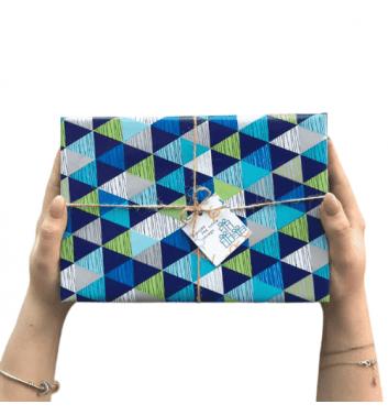 Упаковка в бумагу Blue triangles
