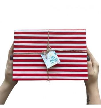 Упаковка в бумагу Red and White Strips